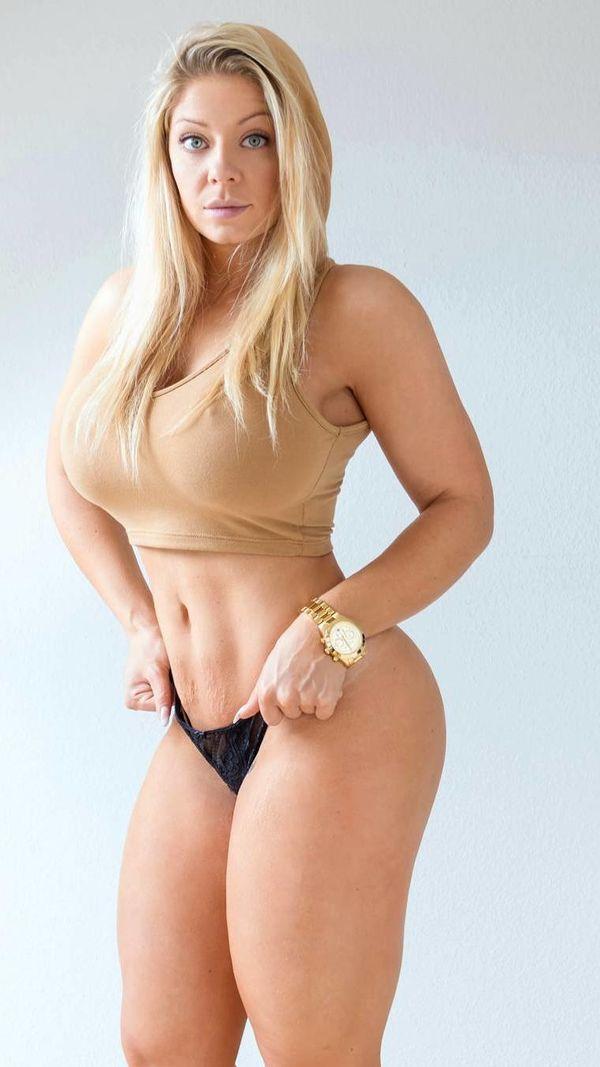 Mia Sand Video photo 1