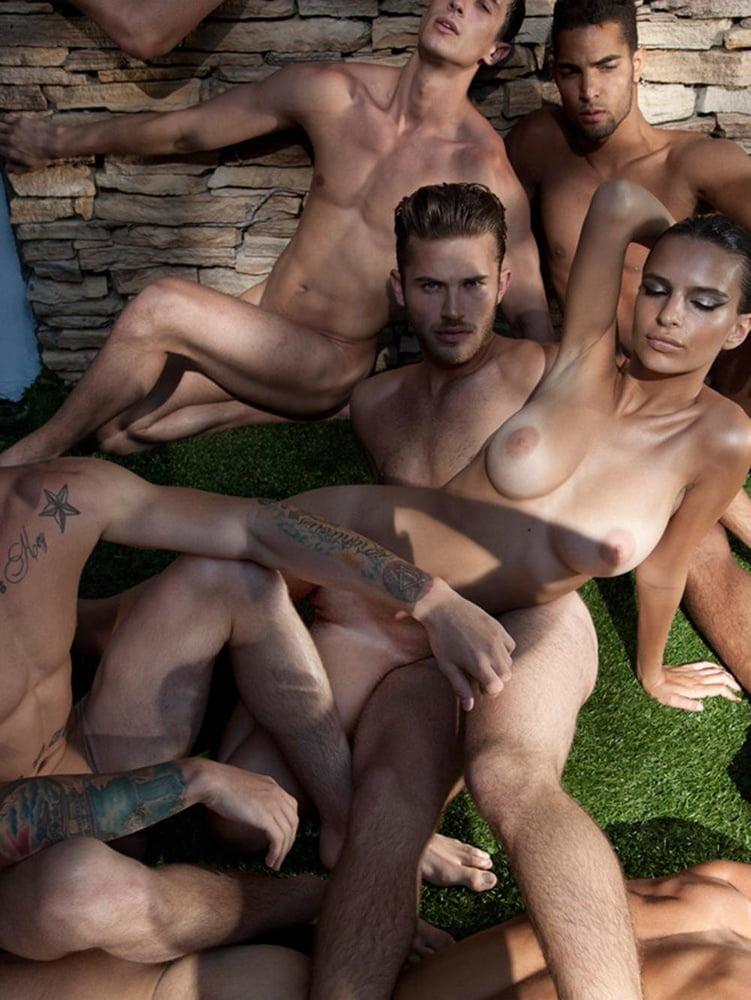 Emily Ratajkowski Porno photo 22