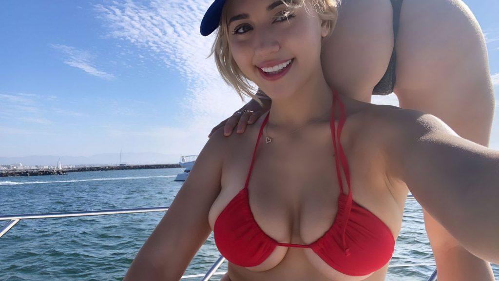Caylee Cowan Tits photo 19