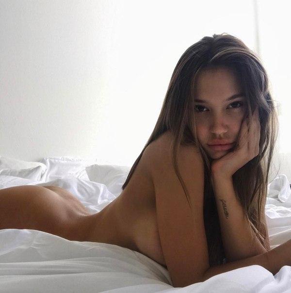 Alexis Ren Nud photo 1