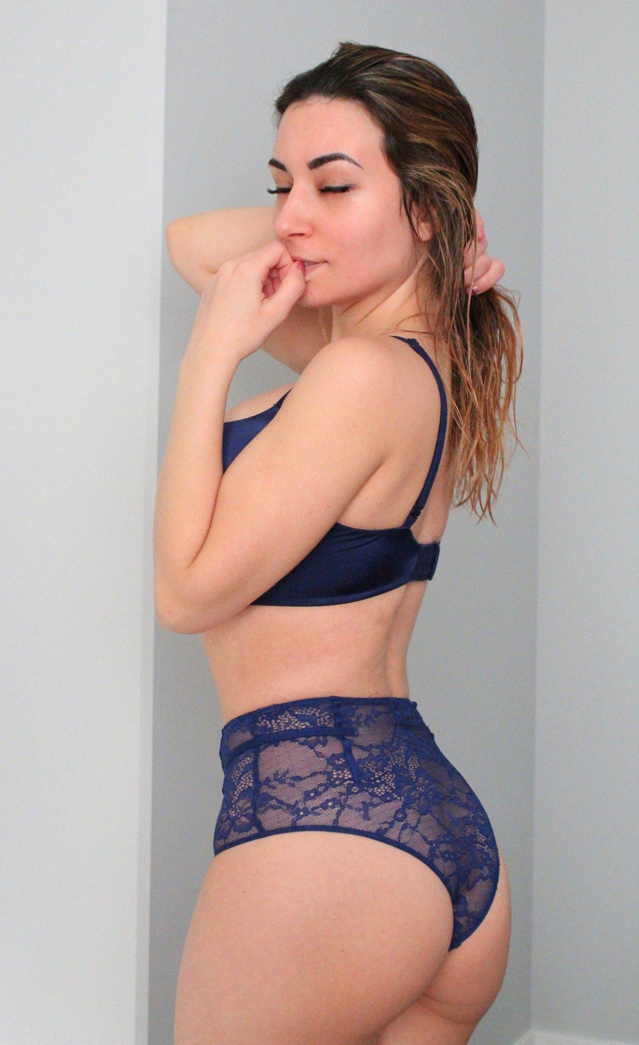 Alinity Ass Pics photo 14