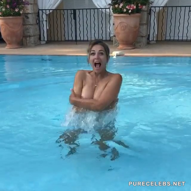 Constance Pitard Nude photo 18