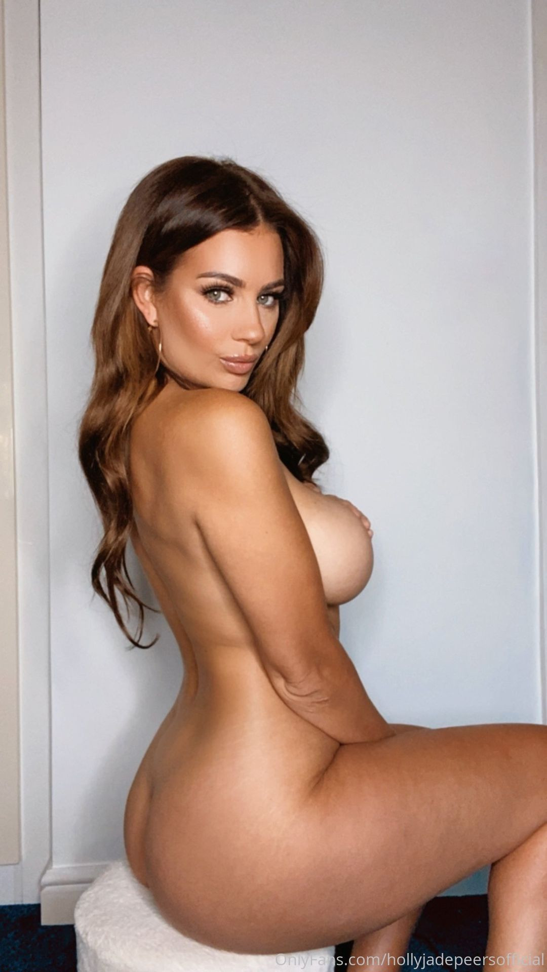 Holly Peers Topless photo 16