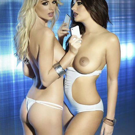 Holly Peers Topless photo 22