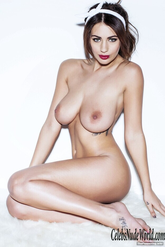 Holly Peers Topless photo 24