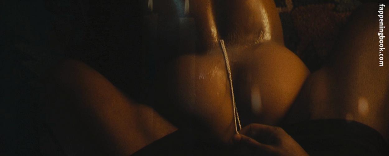 Jada Pinkett Smith Naked photo 17