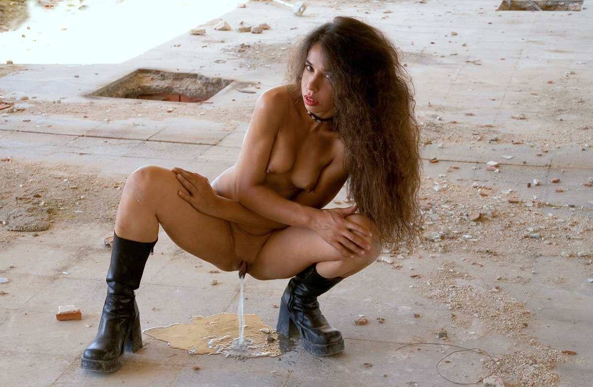 Naked Piss photo 1
