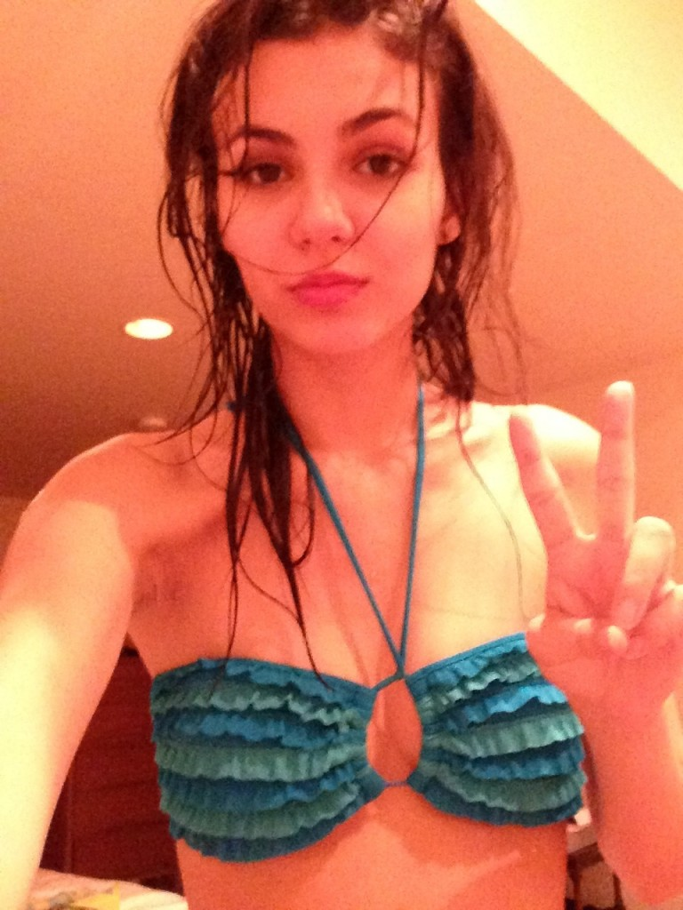 Victoria Justice Naked Nude photo 21